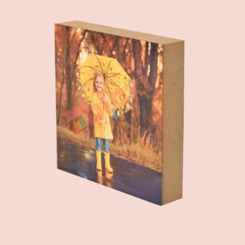 תמונה על בלוק עץ מרובע